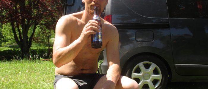 Arbeitspause mit Kasten Augustiner-Bier