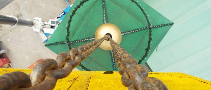 Stahlkette+Autokran zum Augustiner Festzelt Aufbau